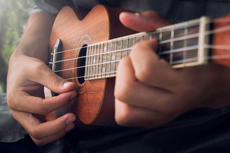 How do you learn to play the ukulele
